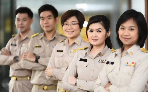 2558-05-gov-officer_0