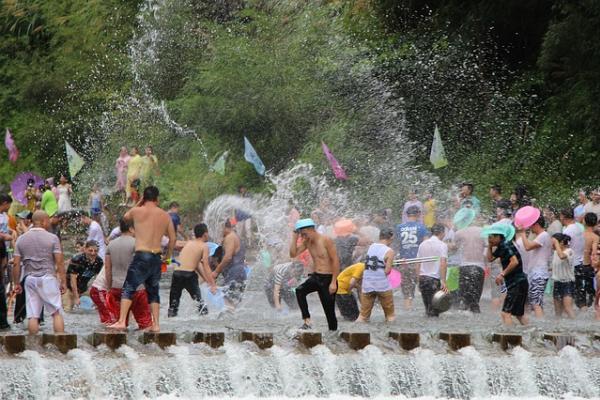 ส่องอาชีพทำเงินช่วงเทศกาลสงกรานต์