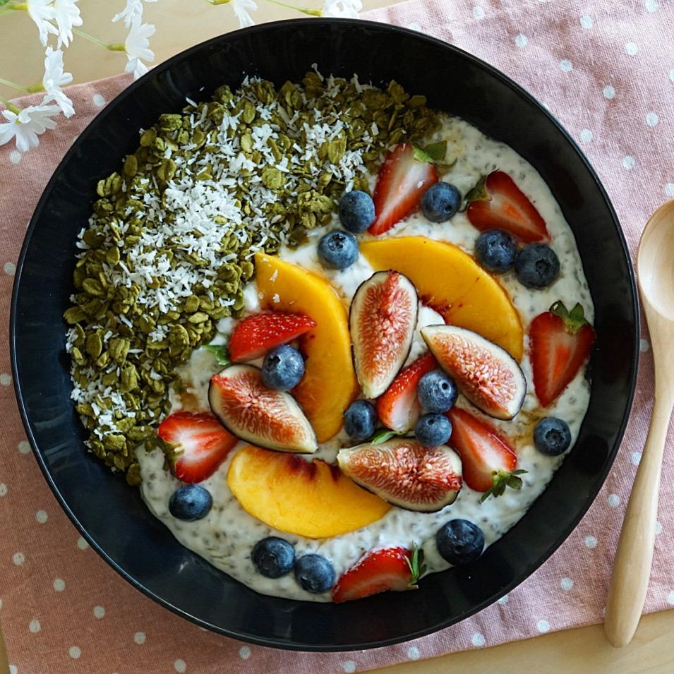 Yogurt Chia Pudding x Matcha Granola